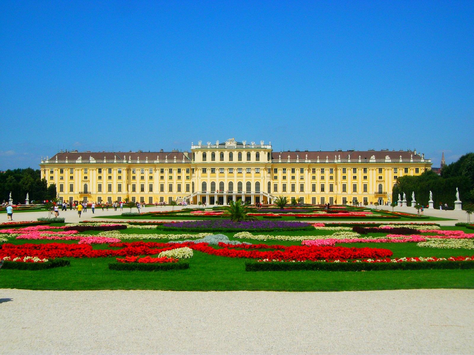 Schönbrunn_Palace_01