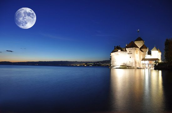 lake-geneva-night italy by train